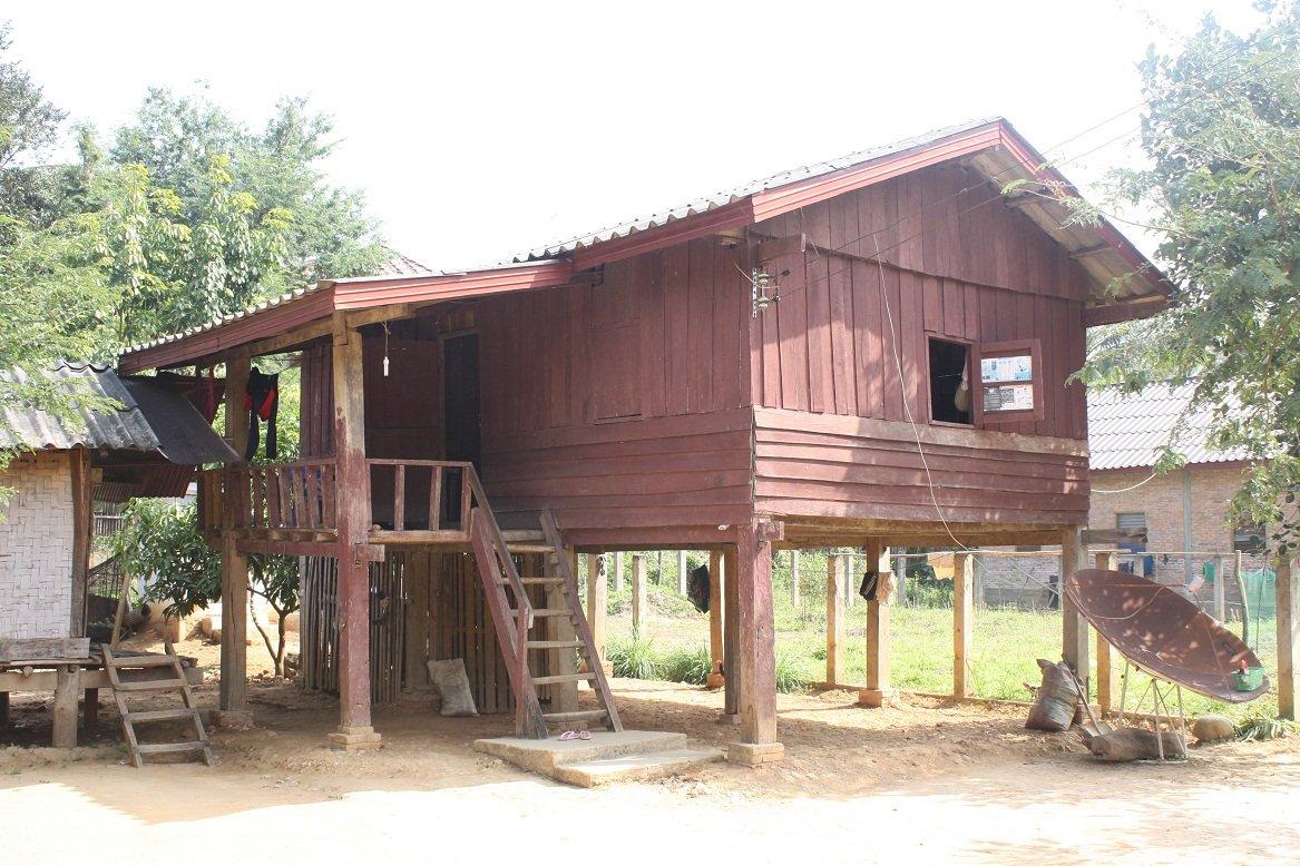 Laos 21 11 2011 19 12 2011 at julien et magalie sont for Maison traditionnelle laos